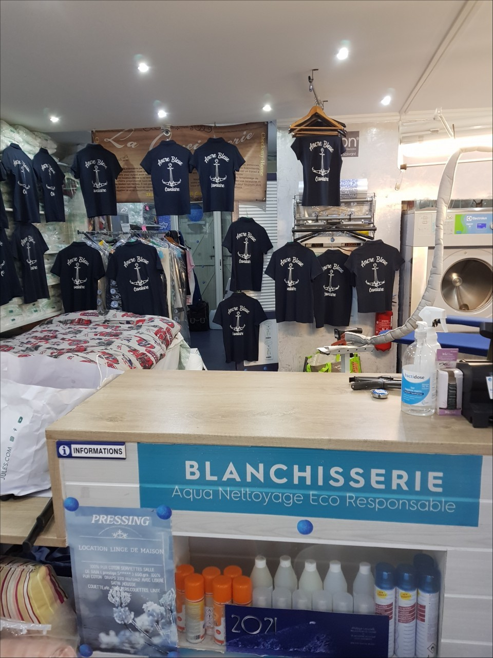 PRESSING ET BLANCHISSERIE DE LA BAIE - Tee-shirt  polo